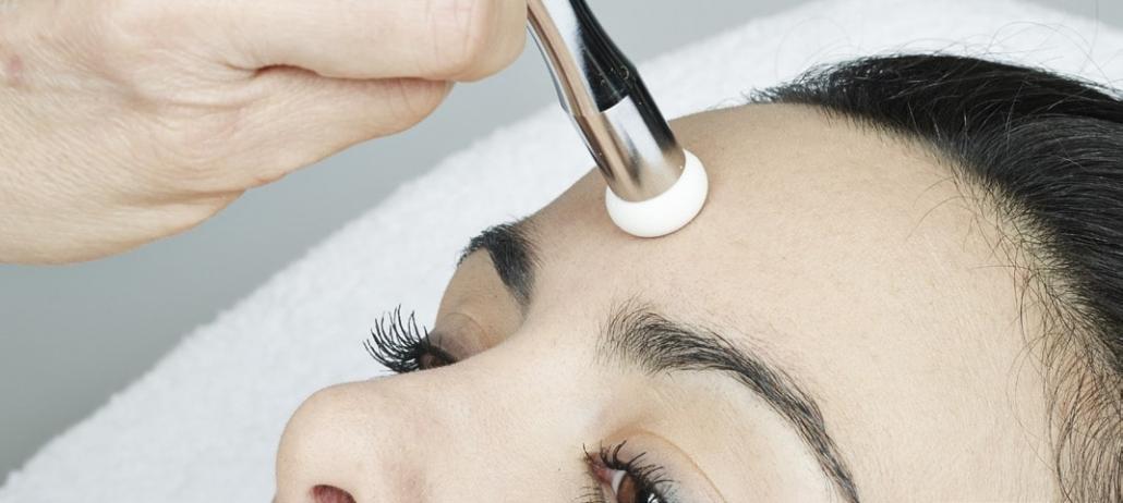 Kosmetikgerät für Anti Aging Behandlung mit Diamant-Dermabrasion