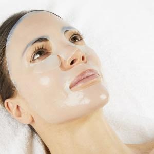 Auftragen der iSol Beauty Lifting Maske